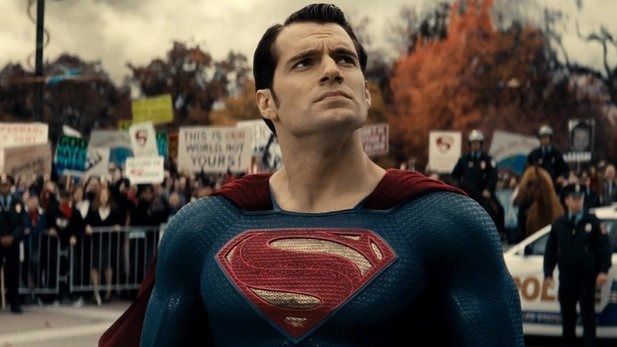 Batman v Superman: Dawn of Justice - Neuer Trailer zum DC-Superhelden-Treffen