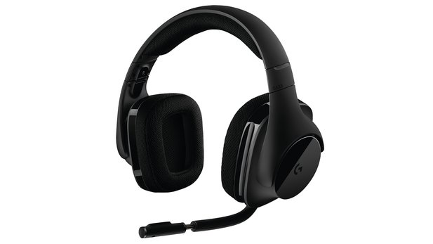Das Logitech G533 ist ein reines PC-Gaming-Headset und setzt auf Stereo-Lautsprecher mit optionaler Surround-Simulation via dts Headphone:X – RGB-LEDs gibt es ausnahmsweise Mal nicht.
